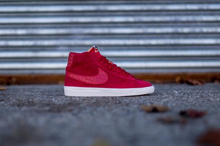 Nike-Blazer-Mid-PRM-VNTG-Gym-Red-2