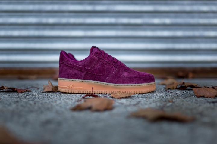 nike-wmns-air-force-1-low-suede-2