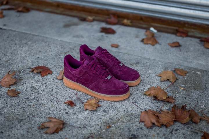 nike-wmns-air-force-1-low-suede-3
