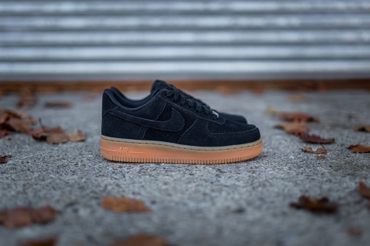 nike-wmns-air-force-1-low-suede-5