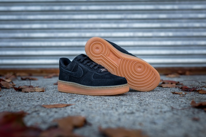 nike-wmns-air-force-1-low-suede-6