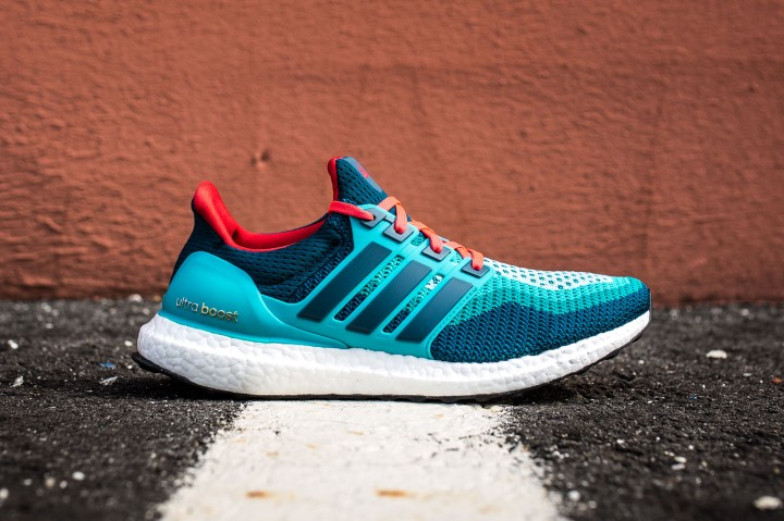 19 adidas Ultra Boost blue-red web crop side