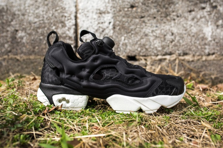 Instapump Fury Celebrate RBK Black-Chalk web crop side