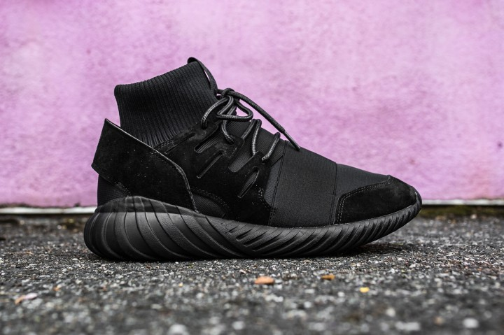adidas Tubular Doom Black-Black web crop side