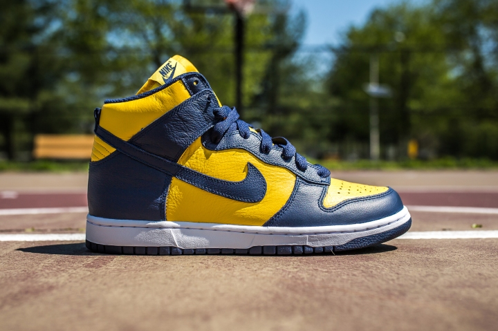 Nike Dunk 'Be True to Your School' Michigan side