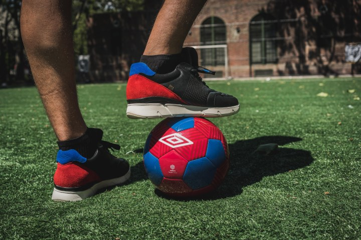 Packer-Umbro-copa-100-linesman-on-foot-1