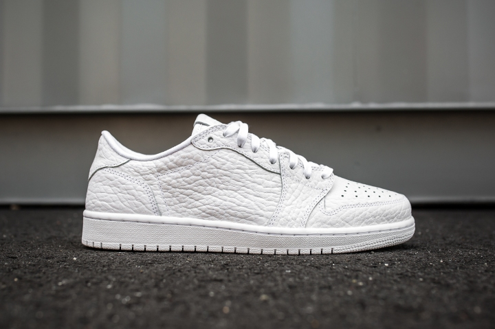 Air Jordan 1 Low No Swoosh white-white side