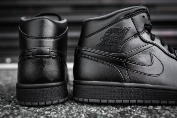Air Jordan 1 Mid Black-Black-Dark Grey Noir-9