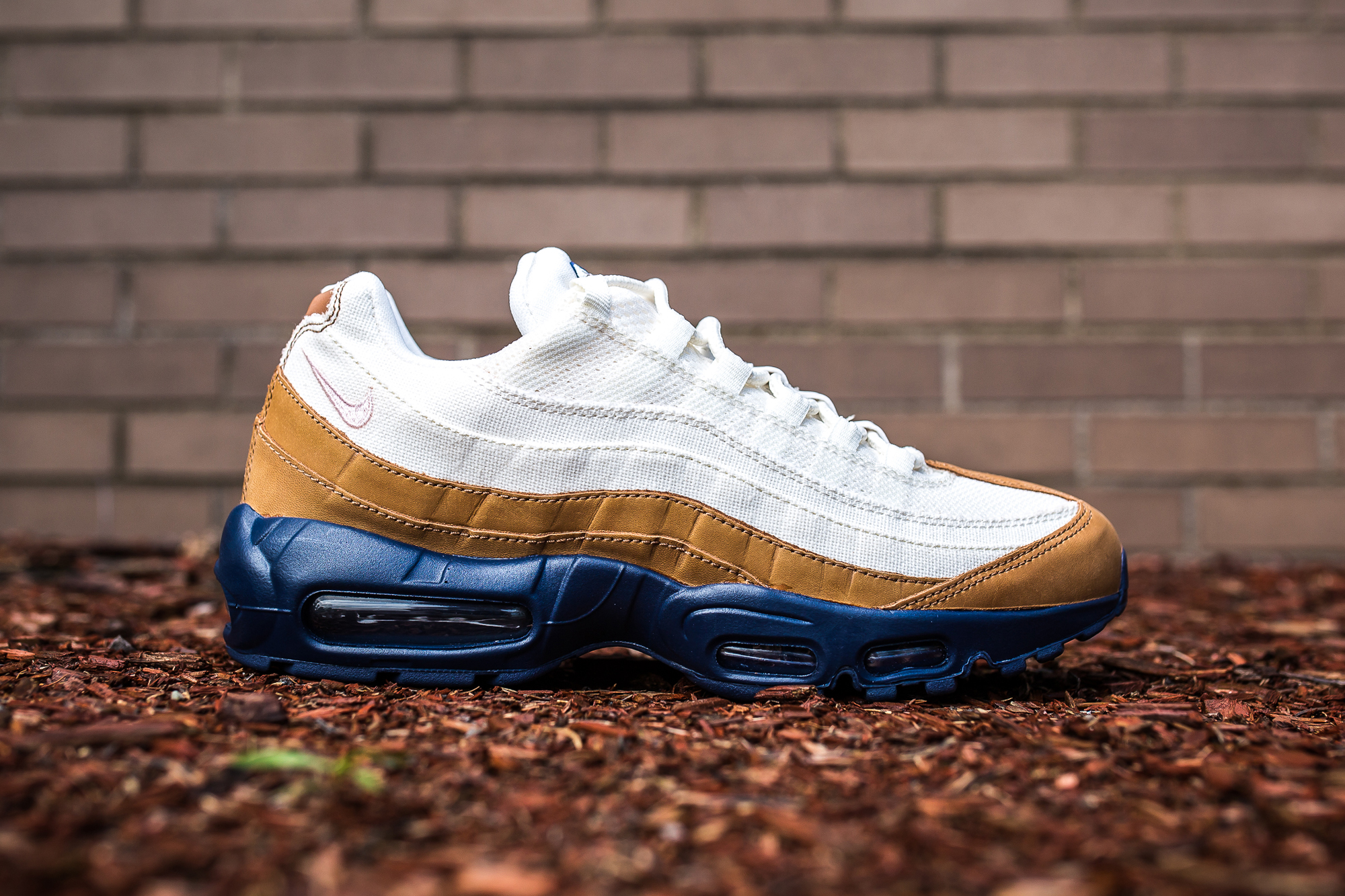 Navy And Pink Air Max 95   The Centre for Contemporary History 9eb40407bb3a