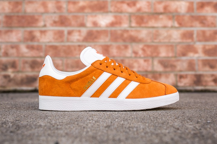 adidas Gazelle UniOrange-White side