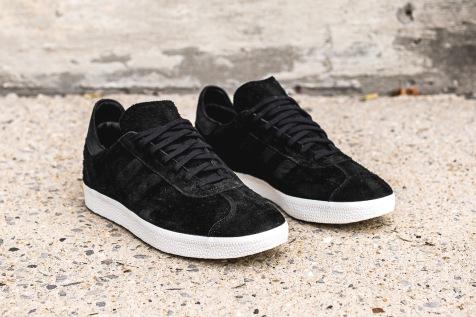 adidas-wh-gazelle-og-black-offwhite-angle