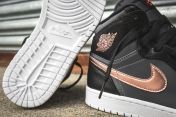 air-jordan-1-retro-high-black-bronze-dark-grey-white-15
