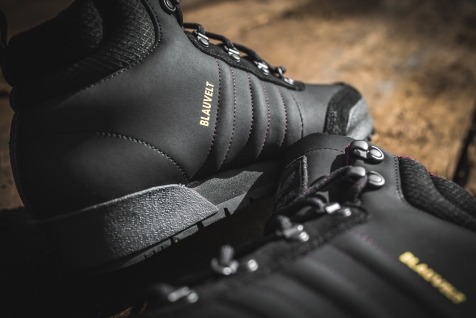 adidas-jake-boot-2-0-black-maroon-b27513-21