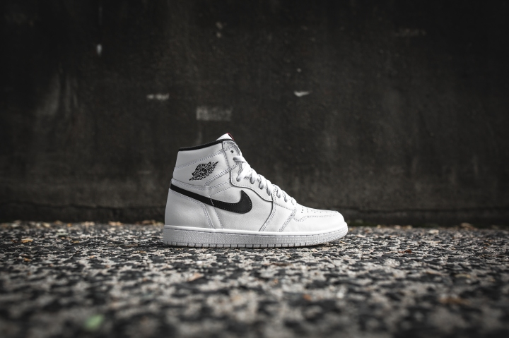 air-jordan-1-ying-yang-pack-white-black-555088-102-2