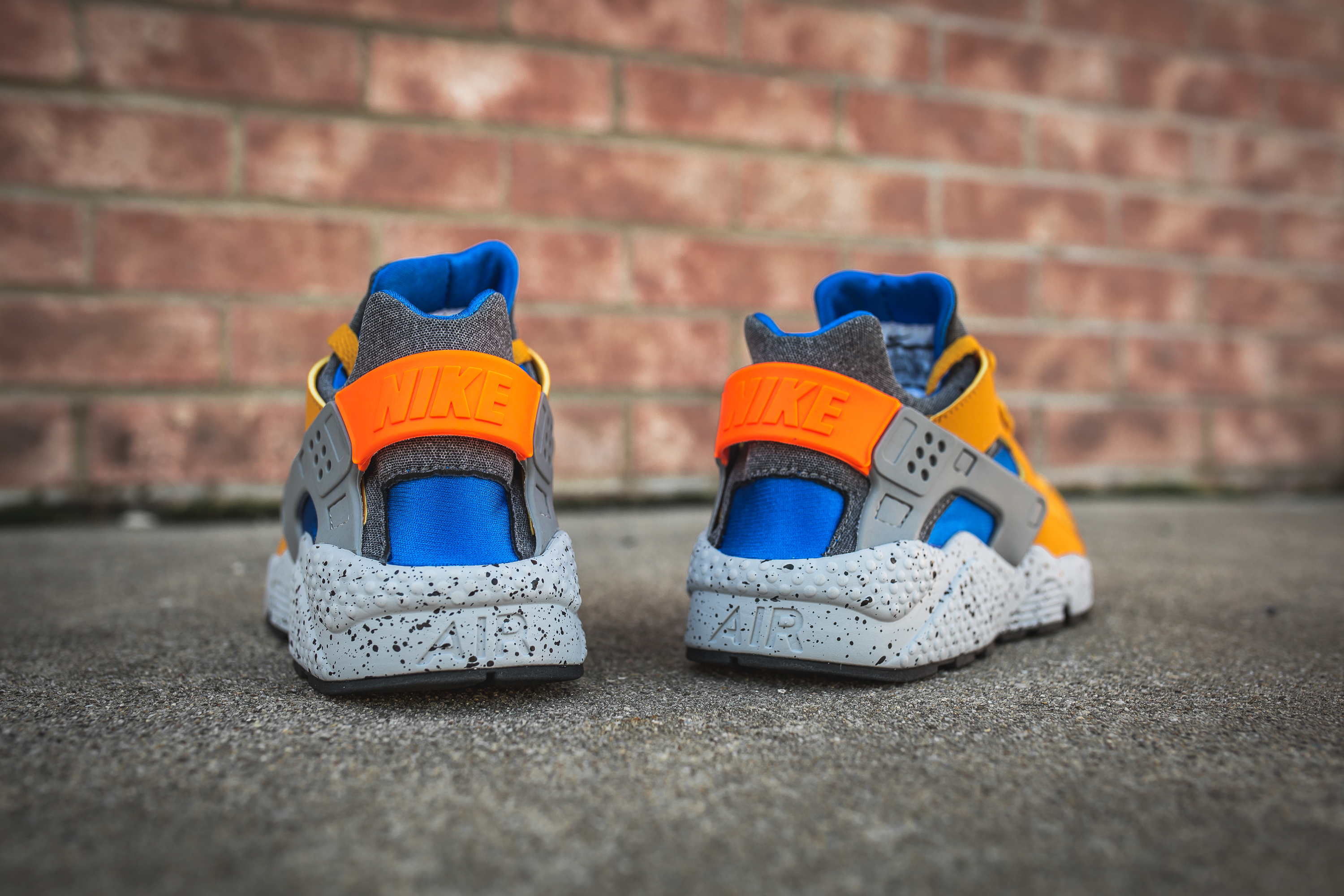 nike air huarache run se Or leaf hyper cobalt 852628 700 8