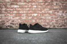 nike-roshe-two-flyknit-black-dark-grey-white-844833-001-10