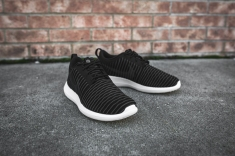 nike-roshe-two-flyknit-black-dark-grey-white-844833-001-7