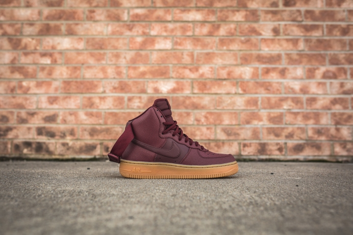wmns-air-force-1-hi-se-night-maroon-860544-600-2