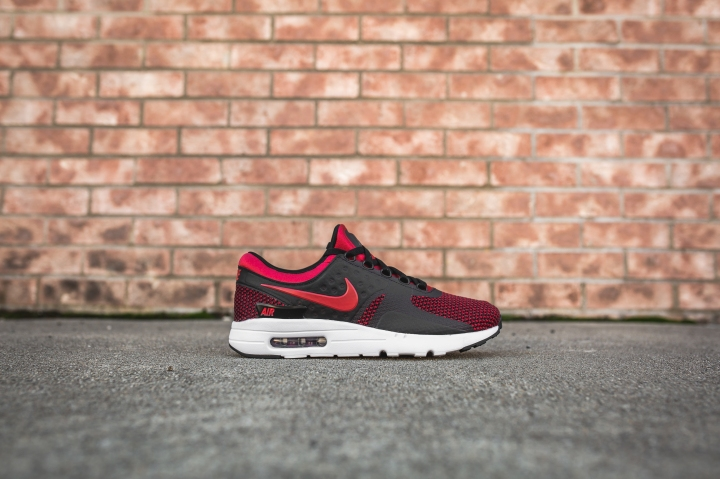 nike-air-max-zero-essential-university-red-876070-600-2