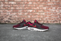 nike-air-max-zero-essential-university-red-876070-600-7