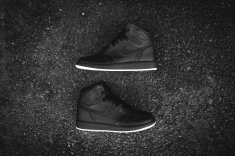 air-jordan-1-retro-high-og-perforated-575441-002-12