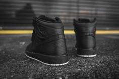 air-jordan-1-retro-high-og-perforated-575441-002-6