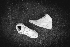 air-jordan-1-retro-high-og-perforated-575441-100-11
