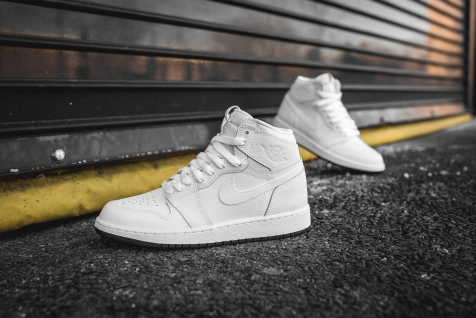 air-jordan-1-retro-high-og-perforated-575441-100-13