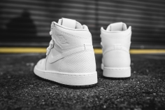 air-jordan-1-retro-high-og-perforated-575441-100-6