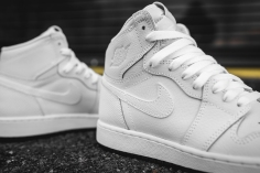 air-jordan-1-retro-high-og-perforated-575441-100-7