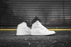 air-jordan-1-retro-high-og-perforated-575441-100-8