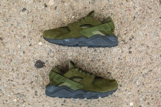 nike-air-huarache-run-se-852628-301-12