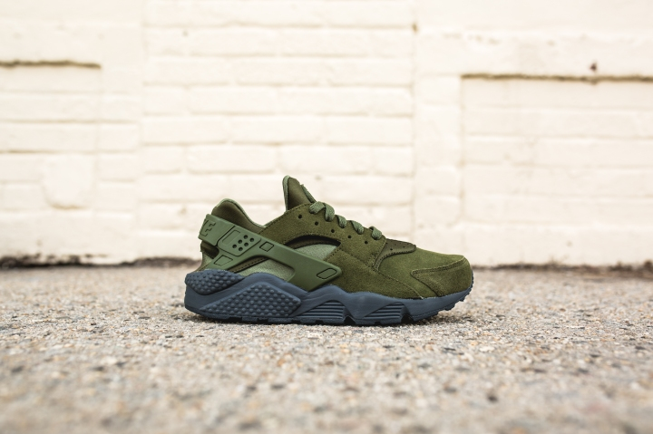 nike-air-huarache-run-se-852628-301-2