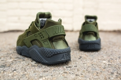 nike-air-huarache-run-se-852628-301-6