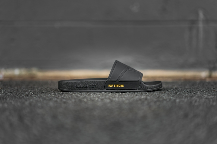 sandalsblack-1