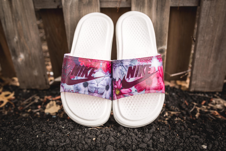 1d15199e0 Nike Women s Benassi Jdi Ultra Premium