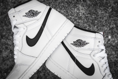 Air Jordan 1 Retro High OG 'Ying Yang' 555088 102-11