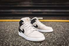 Air Jordan 1 Retro Mid BG 554725 023-11