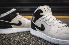 Air Jordan 1 Retro Mid BG 554725 023-6