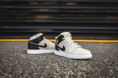 Air Jordan 1 Retro Mid BG 554725 023-7
