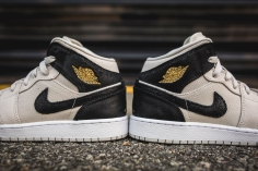 Air Jordan 1 Retro Mid BG 554725 023-9