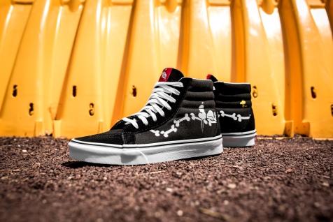 Peanuts x Vans Sk8-Hi Reissue Snoopy Bones VN0A2XSBOHL-6