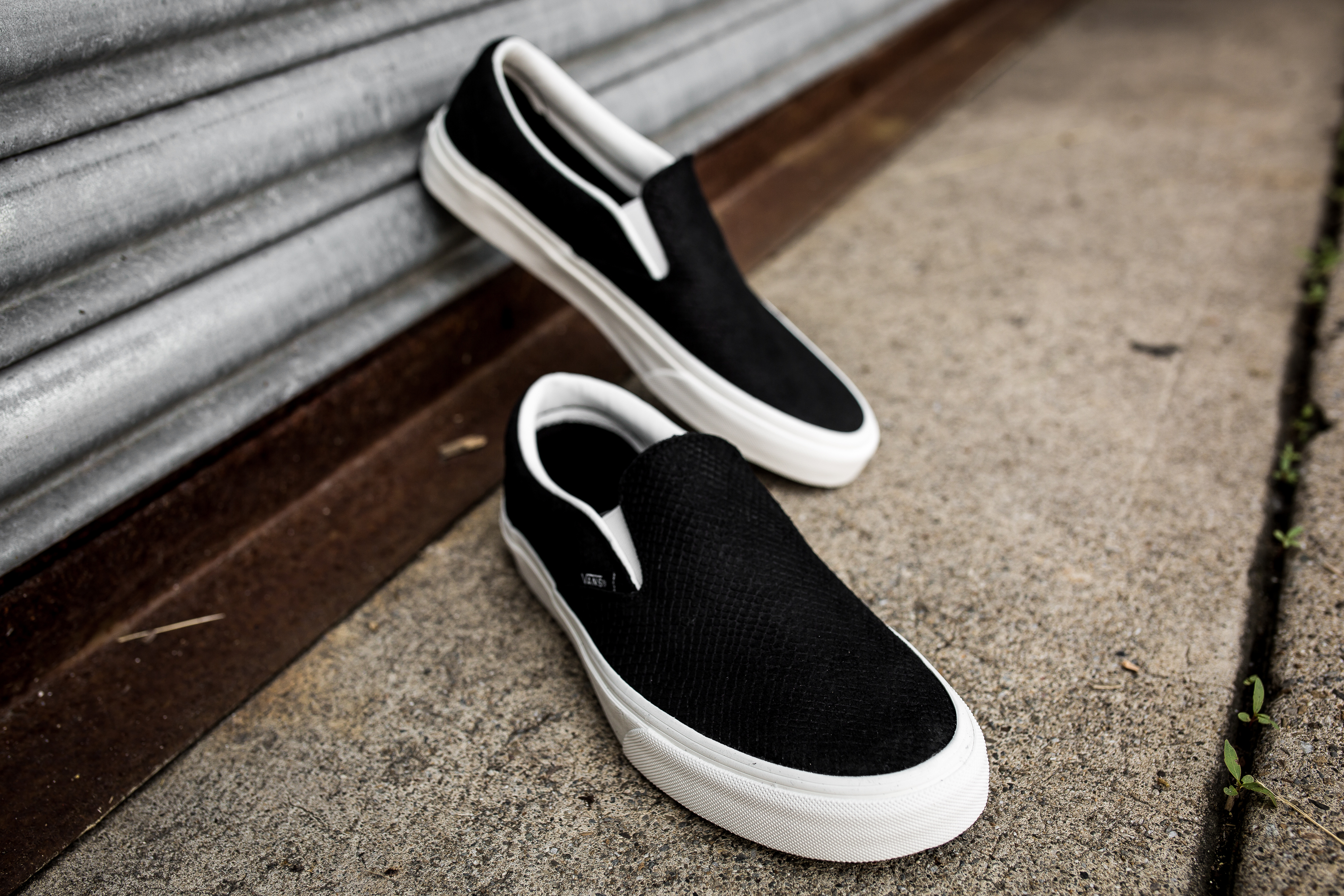 vans classic slip on shoes black white