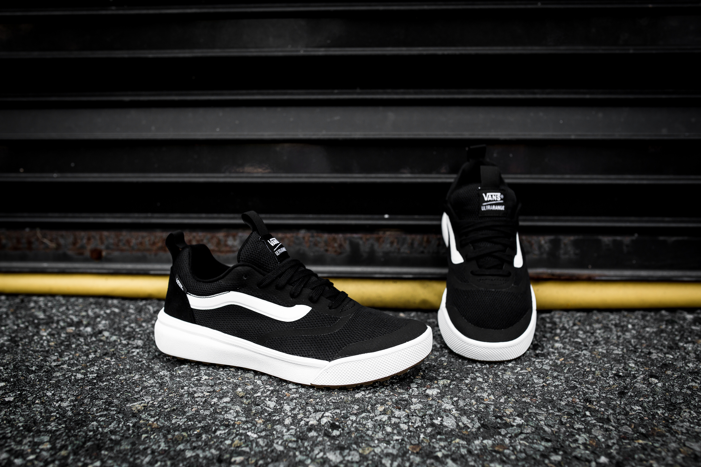 vans ultrarange rapidweld black & white skate shoes