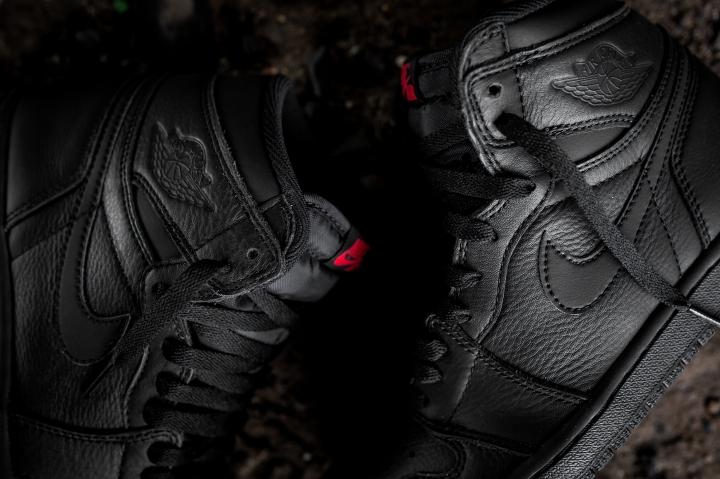 ... Air Jordan 1 Retro High OG – BlackUniversity Red (160) ... 5c3359031