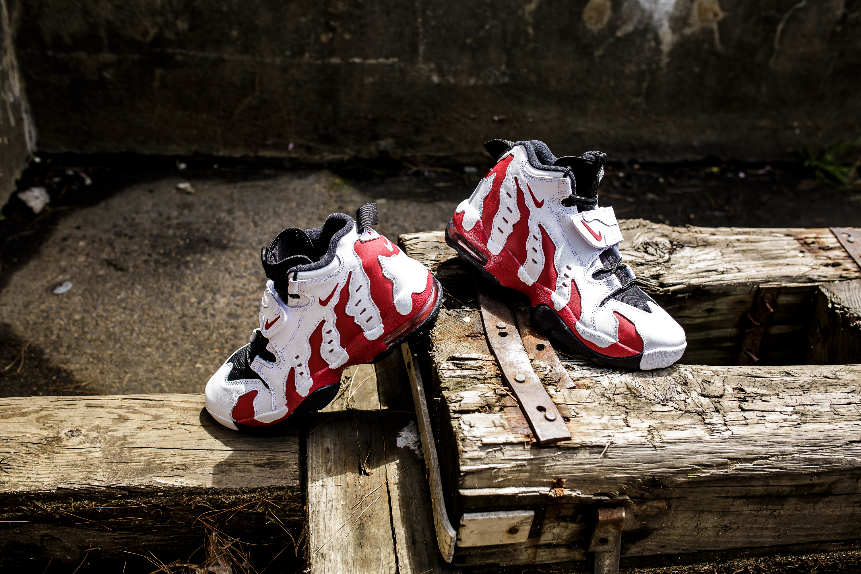 official photos 899d5 f9b91 ... inexpensive nike air dt max 96 white varsity red 463e9 cf51e