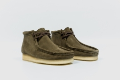 Clarks Wallabee Olive Suede 34754 angle